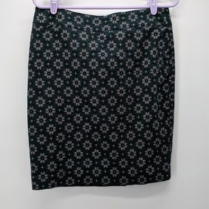 Women's size 6 LOFT outlet skirt green and gray